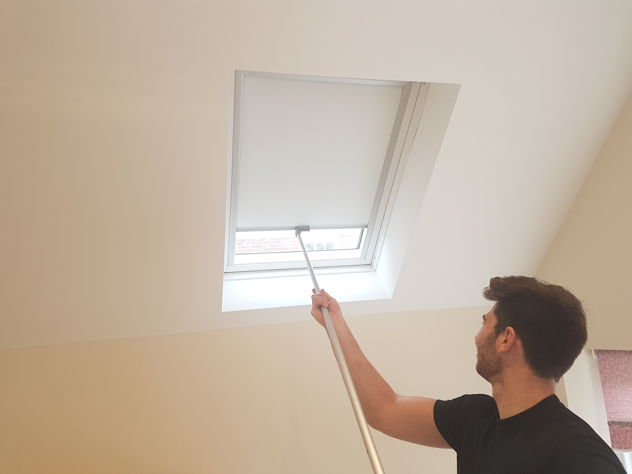 Roller velux blinds wimbledon sw19 otrt interiors for Velux solar blinds installation instructions
